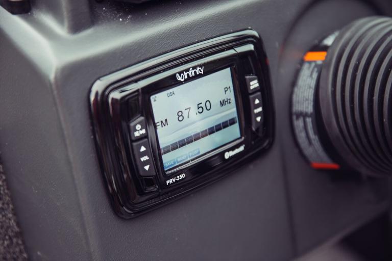 Alumacraft Shadow Voyageur 175 Sport stereo infinity