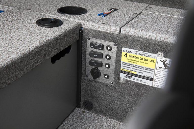 Alumacraft Escape 145 Tiller kontrollpanel
