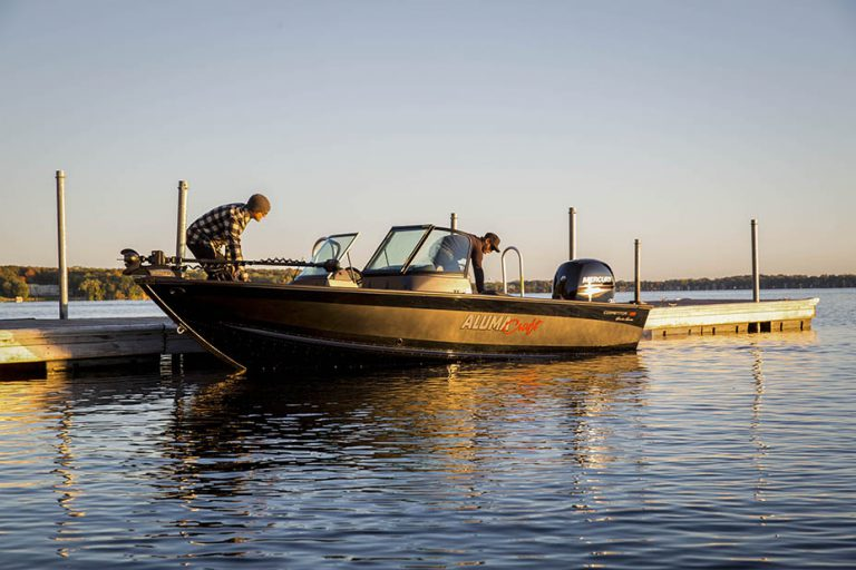 Alumacraft Voyageur 175 Sport Shadow Series båt